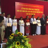 10 USTH students receive Vallet scholarships