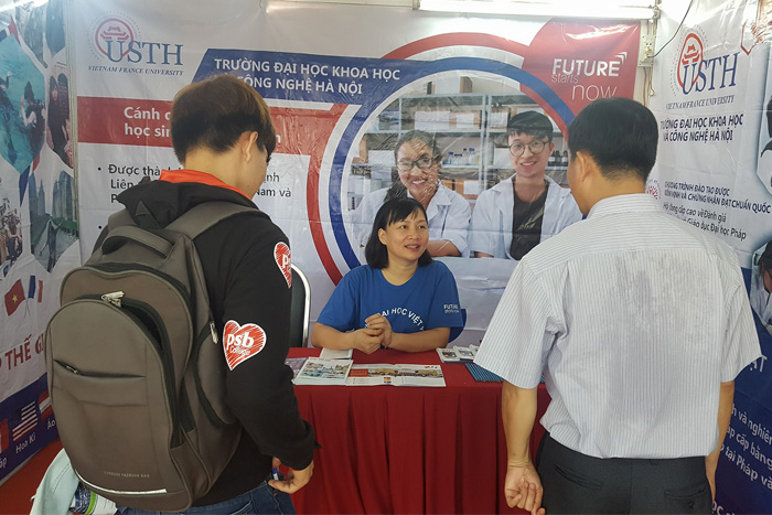USTH official welcomed students and their parents