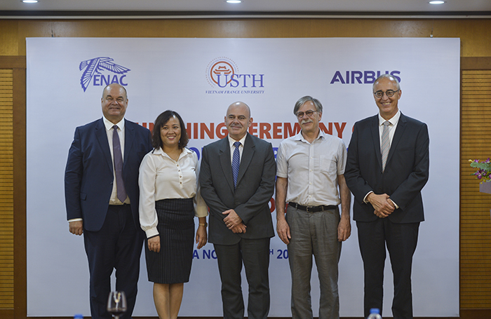 Representatives of the French Emvbassy, Airbus, ENAC and USTH at the ceremony