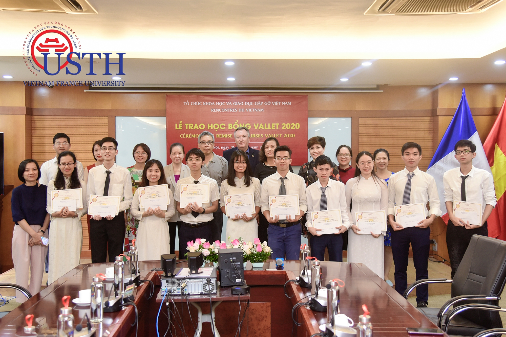 usth-students-received-odon-vallet-scholarships-2020