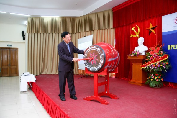 Prof. Dr. Pham Vu Luan, Minister of Education and Training of Vietnam beat the drum to start the academic year in USTH